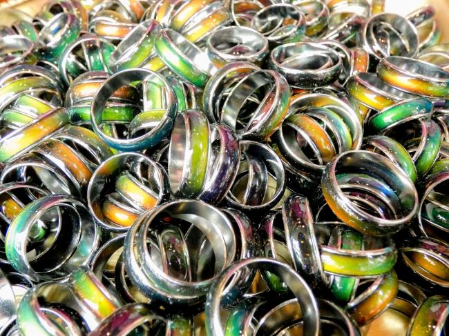 人気No.1のリング『あなたのオーラは何色?』気分によって色が変わる不思議なオーラリング!!¥432税込