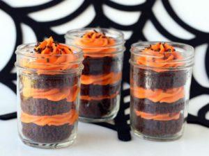 original_glory-albin-halloween-cupcakes-in-a-jar_s4x3-jpg-rend-hgtvcom-616-462