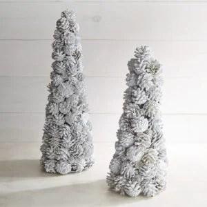 tree-pinecones2