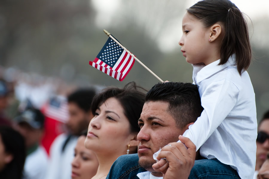 american-resilience-young-girl-on-fathers-shoulders