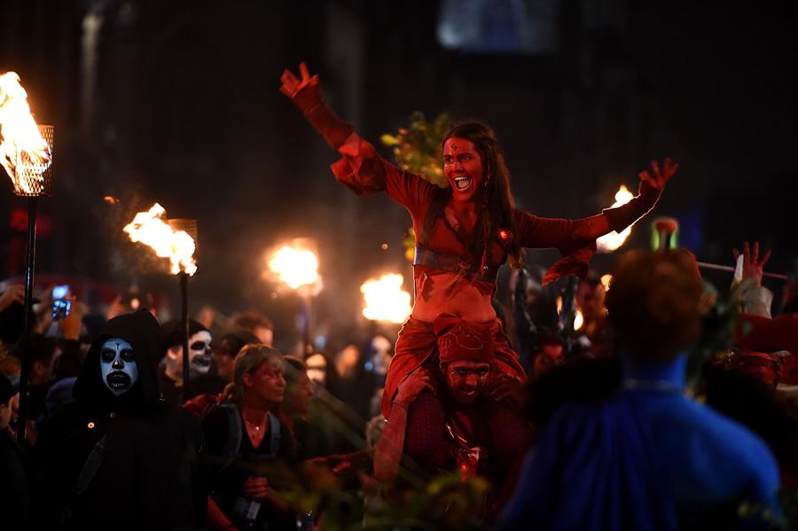 Halloween Samhuinn-fire-festival-on-the-royal-mile-marks-the-start-of-winter