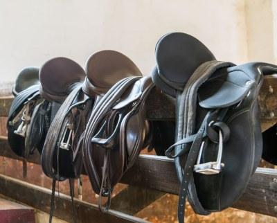 horse-riding-set-of-saddles-on-fence