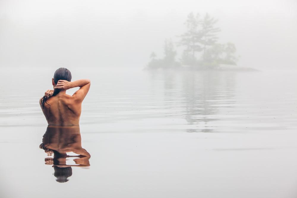 looking-good-woman-in-lake