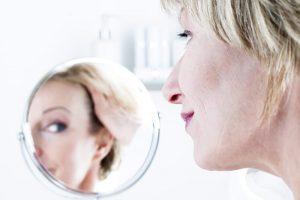 looking-good-woman-looking-in-mirror