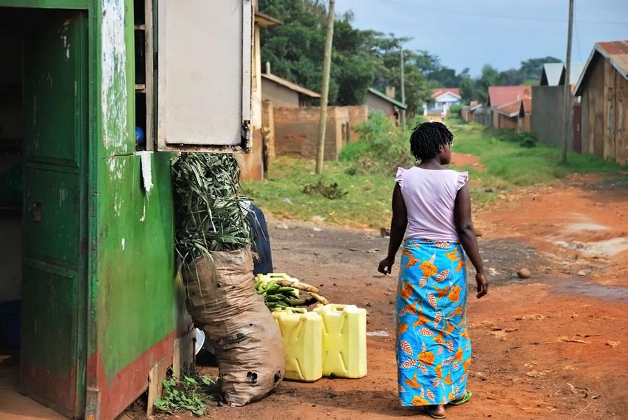 queen-of-katwe-local-woman-shown-in-slum-of-kampala