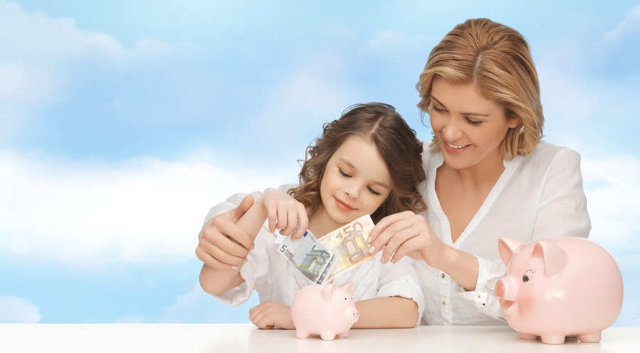Money Lessons - mother-with-daughter-and-piggy-bank-2