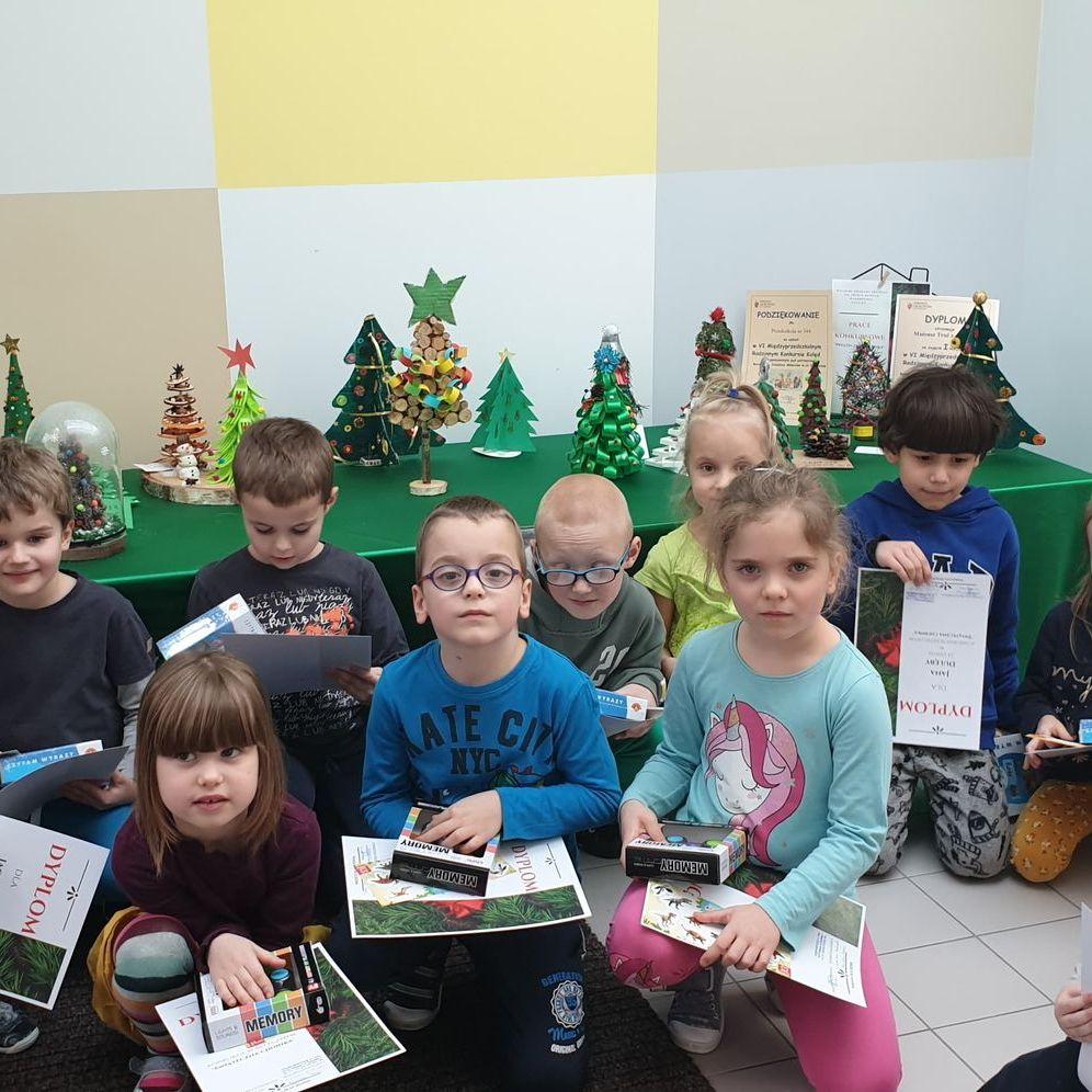 Nagrodzeni w konkursie plastycznym Świąteczna choinka