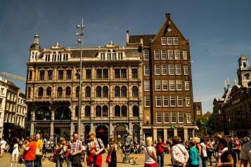 Amsterdam - tłumy na ulicach