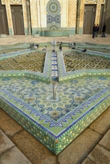 Casablanca - Meczet Hassana II przed budynkiem