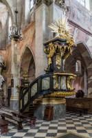 zdobiona ambona w kościele