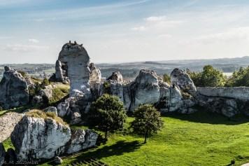 widok na skały i polanę
