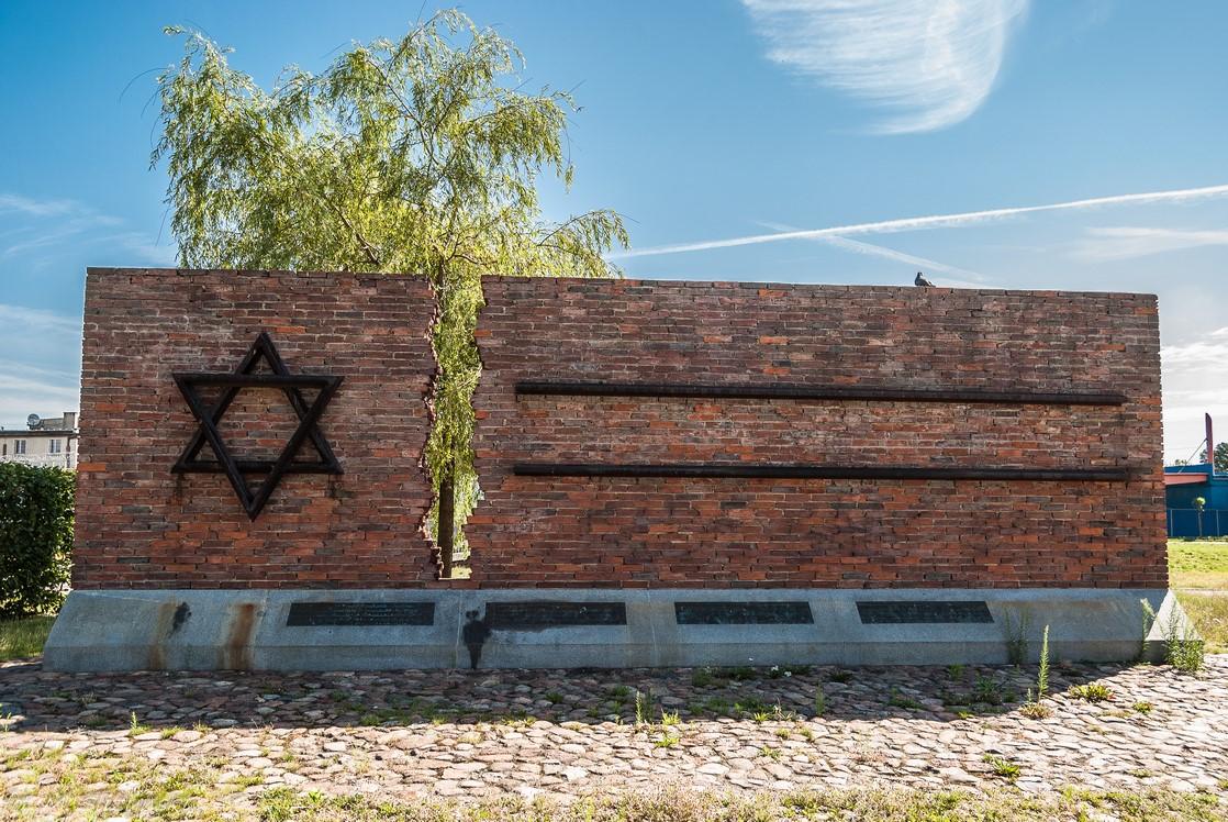 co warto zobaczyć w częstochowie - pomnik upamiętniający Żydów wywiezionych do Treblinki