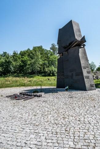cmentarze w kielcach - pomnik Homo Homini kielce