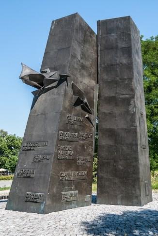 cmentarze w kielcach - pomnik Homo Homini