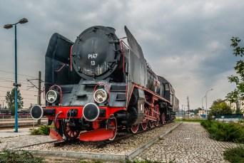 parowóz stojący na bocznicy kolejowej