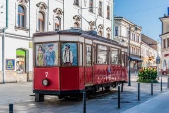 spacer po tarnowie kolorowy tramwaj