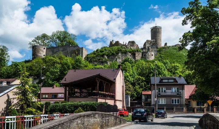 ruiny zamku górujące nad Iłżą