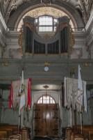 organy nad wejściem do kościoła