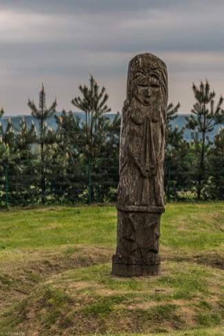 drewniany posąg