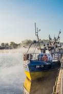 łódź o świcie we mgle darłówko