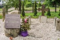 cmentarz komunalny krzyże i płyty nagrobne wolin