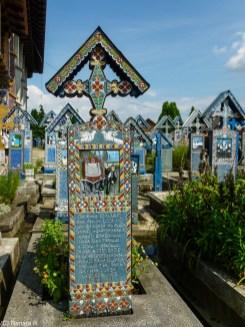 wesoły cmentarz - kolorowe nagrobki