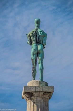 Pomnik alegorii wojny i pokoju serbia - belgrad w jeden dzień