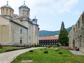 Klasztor Manasija podwórko okolice belgradu