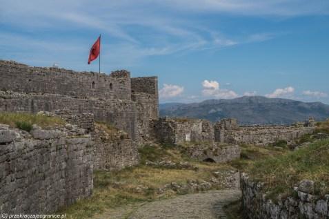 Twierdza Rozafa flaga ruiny szkodra albania