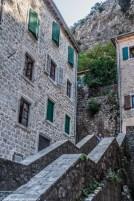 schody i kamienice kotor
