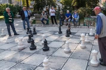 gra w szachy ludzie plac wyzwolenia sarajewo