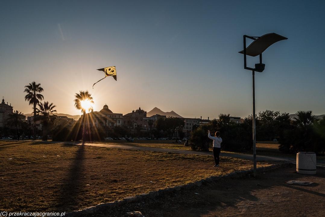 sycylia informacje praktyczne - palermo zabawa latawcem bulwary