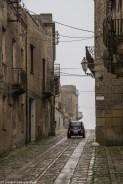 monreale - erice ulice samochód kamienice