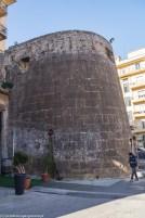 duży kamienny bastion