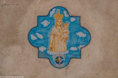 sciacca - wizerunek matki bożej żółty na niebieskim tle