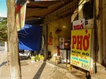 bar uliczny z jedzeniem w hanoi