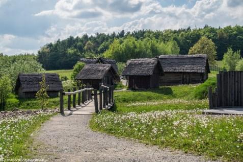 podsumowanie maja - huta szklana stara drewniana osada