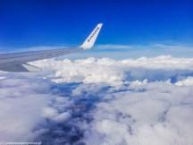 chmury skrzydło samolotu