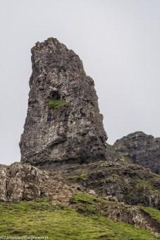 samotna wysoka skała