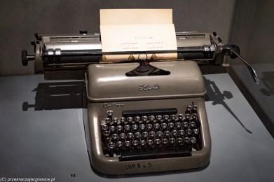 podsumowanie stycznia - muzeum azji i pacyfiku maszyna z arabskim alfabetem