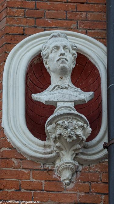 Kamienica Wieszczów popiersie Juliusza Słowackiego