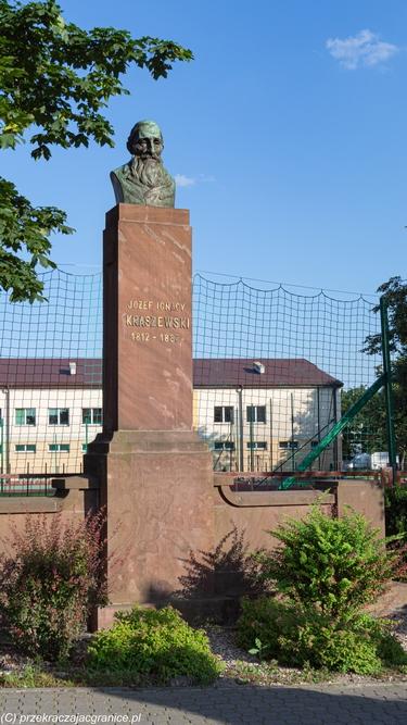 Biala Podlaska - pomnik Kraszewskiego
