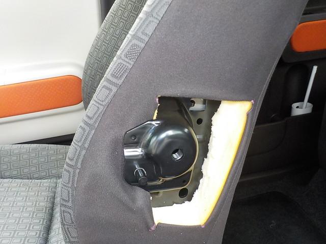 NSP140 パッソ ベレッツァのシートカバーの取り付けと純正肘掛け プラグ交換