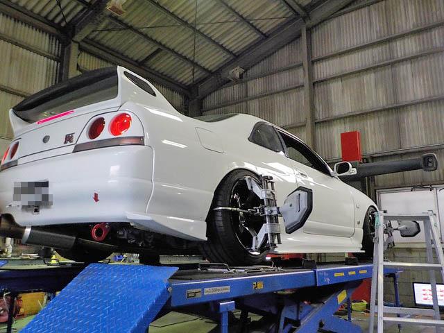 BCNR33 スカイライン GT-R 四輪アライメント