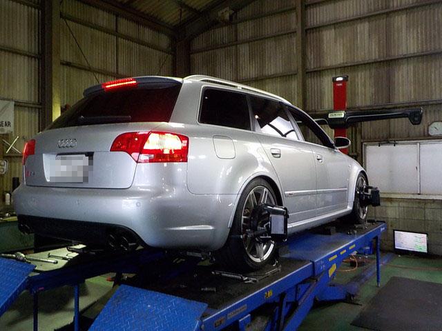 アウディ RS4 四輪アライメント調整