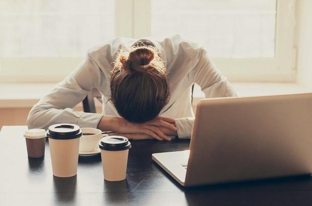 esgotamento emocional, cansaço, fadiga, burn out, mulher cansada