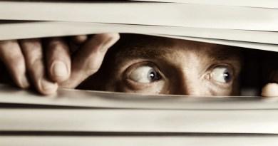 segredos, vidas secretas, pessoa se escondendo, pessoa com medo