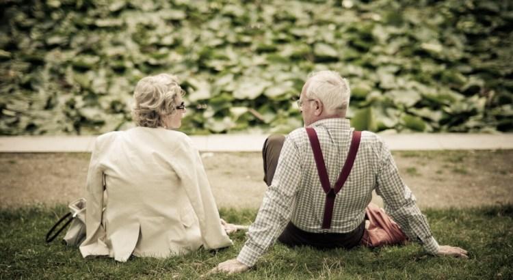 alzheimer, velhinhos sentados, idosos