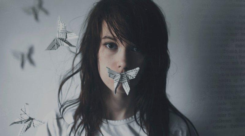 expressar emoções, pessoa calada