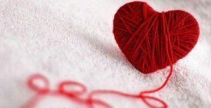 ovillo-con-forma-de-corazon